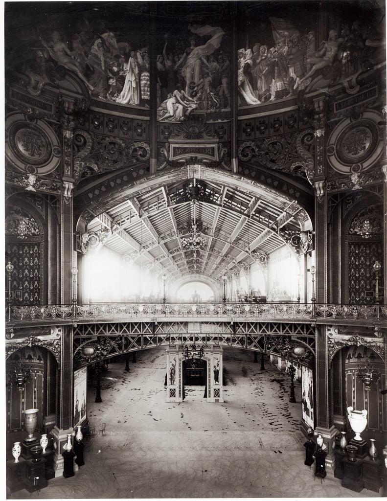 パリの1889年の万国博覧会の中央ドー ...