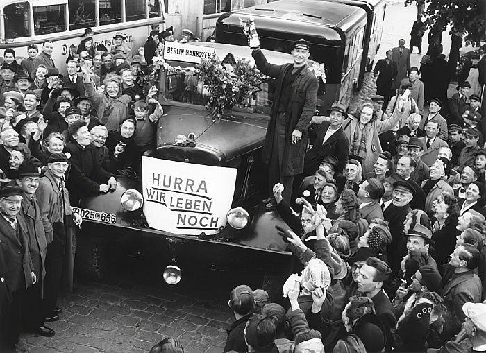 最初のバスは、ベルリン封鎖の終了 ...